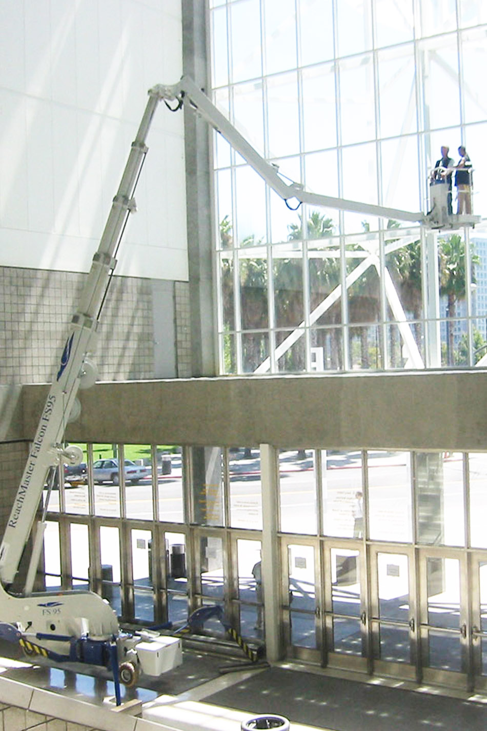 32米橡胶轮胎蜘蛛式升降机